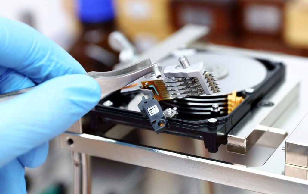 Hard Drive Recovery in Cleanroom